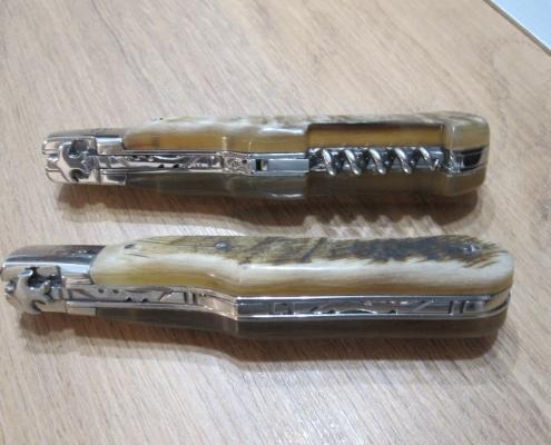 Couteaux de poche aux manches en corne