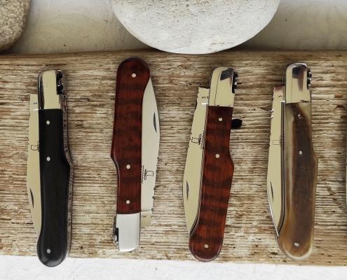 Couteaux de poche avec diverses manches